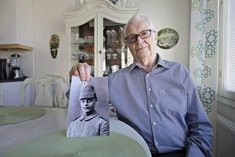 –Fräntin Nestori värväsi isän, Lauri Mattila, 82, sanoo. Hänen isänsä oli jääkärivääpeli Juho Kustaa Mattila Kortesjärveltä.