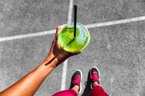 Terveelliseksi mielletty smoothie voikin olla salakavala kaloripommi.