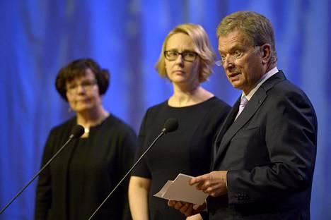 Eduskunnan pääsihteeri Maija-Leena Paavola, eduskunnan puhemies Maria Lohela ja tasavallan presidentti Sauli Niinistö valtiopäivien avajaisissa Finlandia-talossa.