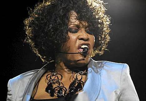 Whitney Houstonin paluukiertue ei ole mennyt putkeen. Kuva Saksan-keikalta toukokuun lopulta.