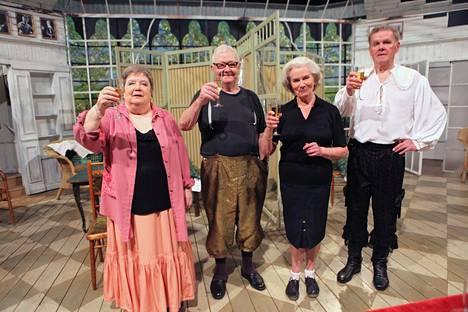 Helsingin kaupunginteatterin Kvartetti-näytelmän 450. esityksen päätteeksi vuonna 2010. Vasemmalta oikealle: Ritva Valkama, Lasse Pöysti, Kyllikki Forssell ja Antti Litja.