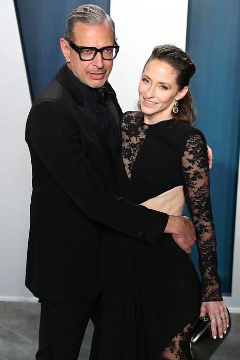 Jeff Goldblum kuvattuna vaimonsa Emilie Livingstonin kanssa helmikuussa.