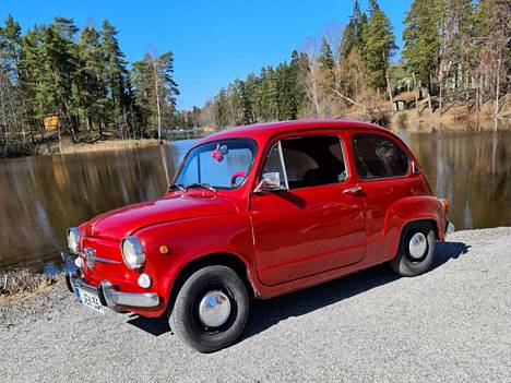 Fiat 600 -malli julkistettiin vuonna 1955 Geneven autonäyttelyssä.