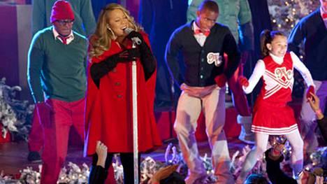Esiintyessään New Yorkissa Rockefeller Centerissa Mariah oli pukeutunut jättimäiseen, telttamalliseen takkiin.