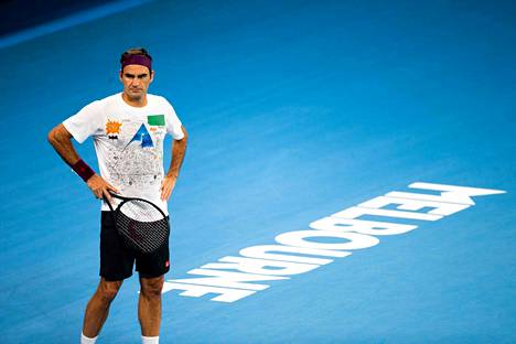 Roger Federer, 38, valmistautuu parhaillaan Australian avoimeen tennisturnaukseen. Hän on urallaan voittanut turnauksen kuudesti.