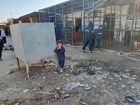 Lapset ovat hyvin haavoittuvassa asemassa al-Holissa. Kuvan lapsi ei liity leirin suomalaisiin.
