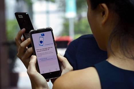 Matkapuhelinsovellus antaa käyttäjille tietoa epidemiasta ja kerää samalla dataa heidän liikkeistään.