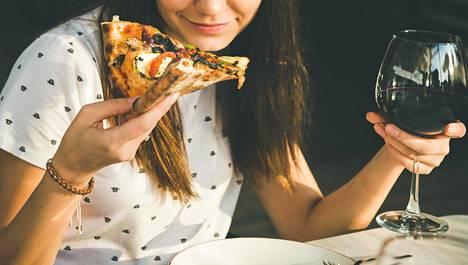 Aikuisen akne voi liittyä epäterveelliseen länsimaiseen ruokavalioon.