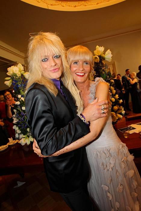 Michael Monroe meni naimisiin kesällä 2003 nykyisen vaimonsa Johannan kanssa. Itsenäisyyspäivänä 2011 aviopari nähtiin Linnan juhlissa.