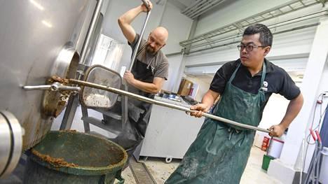 """Video: Kiinalaiset panivat poikkeuksellista olutta Seinäjoella – """"yhteistyöoluissa pitää aina olla hiukan hulluja ideoita"""""""