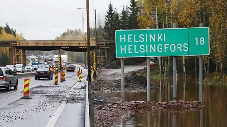 Turun moottoritietä ajaessa törmää helposti Helsinki-kyltteihin. Moottoritieltä Espooseen sen sijaan ohjaavat vain kaupunkikeskuskyltit.
