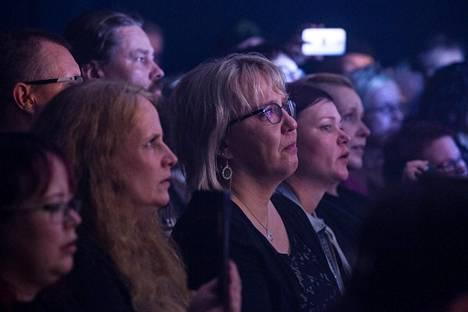 Yleisössä keski-ikä oli kolmenkymmenen paremmalla puolella.