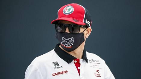 Kimi Räikkönen ajaa vielä ainakin tämän kauden Alfa Romeolla.
