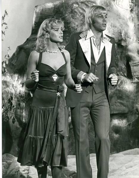 Armi ja Danny laserajassa oli ensimmäinen suomalainen televisio-ohjelma, jossa käytettiin laservaloja. Se nähtiin televisiossa syksyllä 1978.