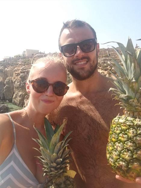Juulia ja Nicola kyllästyivät Englannin vesisateisiin. Uusi, aurinkoisempi arki, löytyi Maltalta.