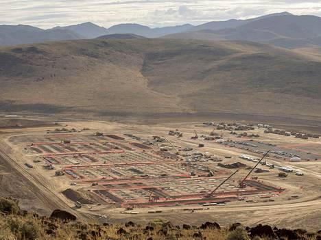 Tesla rakentaa tehdasta Renoon Nevadaan.