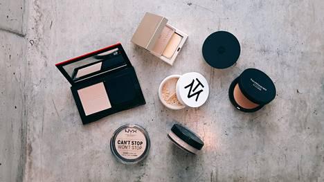 Meikkipuuterit toimivat kuin meikkivoide, mutta ovat koostumukseltaan puuterisia.
