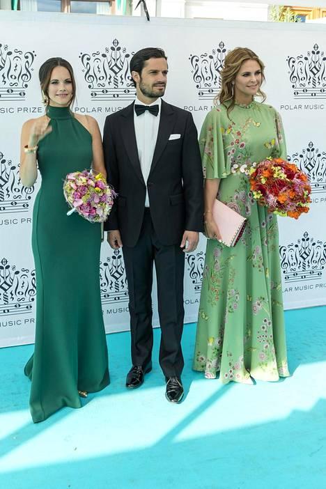Prinsessa Sofia, prinssi Carl Philip ja prinsessa Madeleine poseerasivat Polarpriset-gaalassa kesäkuun puolivälissä.