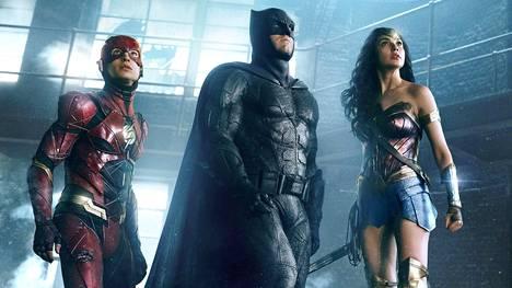 The Flash (Ezra Miller), Batman (Ben Affleck) ja Wonder Woman (Gal Gadot) ovat Justice League -seikkailun kiinnostavimmat tähdet.