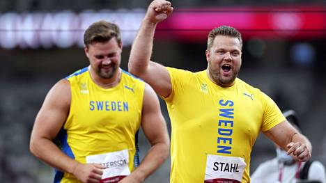 Simon Pettersson ja Daniel Ståhl tuulettivat kaksoisvoittoa kiekonheiton olympiafinaalissa lauantaina.