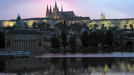 Auringonlaskun aikaan Praha linnoineen on romanttisin.