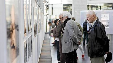 Ilta-Sanomien Tällanen ol' Viipuri -valokuvanäyttely keräsi runsaasti yleisöä, kun se aukesi Sanomatalon Mediatorilla Helsingissä tiistaina.