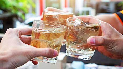 Suomalaisten tietoisuus alkoholista eri sairauksien riskitekijänä vaihtelee paljon riippuen siitä, mistä sairaudesta on kyse.