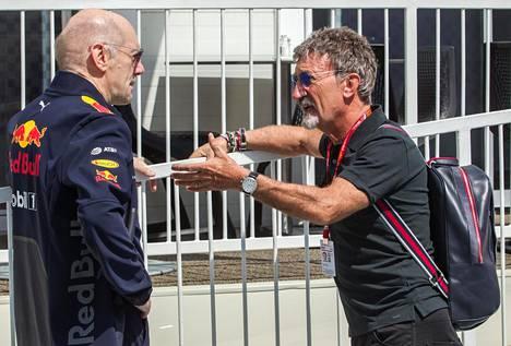 Eddie Jordanilla (oik.) oli asiaa Adrian Neweylle Bakun F1-varikolla 2018.