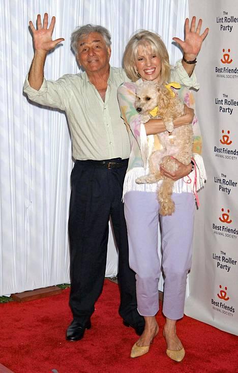 Peter Falk oli kaksi kertaa naimisissa. Toinen vaimo Shera oli näyttelijän kanssa yhdessä vuodesta 1977 tämän kuolemaan asti vuonna 2011.