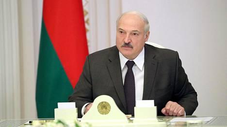 Valko-Venäjän presidentti Aleksandr Lukashenko valmistautuu vaaleihin. Euroopan turvallisuus- ja yhteistyöjärjestö Etyj ei ole vuoden 1995 jälkeen tunnustanut yksiäkään Valko-Venäjän vaaleja vapaiksi ja rehellisiksi.