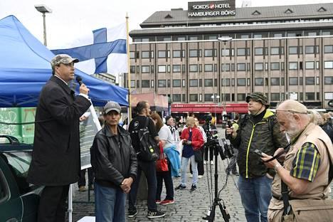 Suomi ensin -ryhmä järjesti lauantaina mielenosoituksen Turussa.