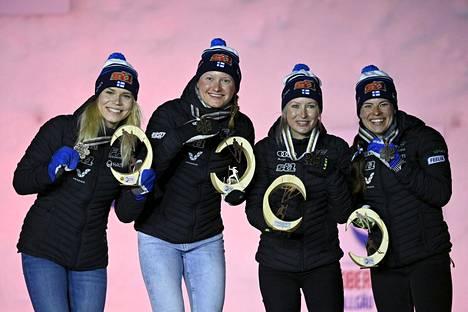 Oberstdorfin MM-kisoissa Suomen joukkueen ja huoltotiimin kohokohtia oli naisten riemukas yllätyspronssi 4x5 kilometrin viestissä.