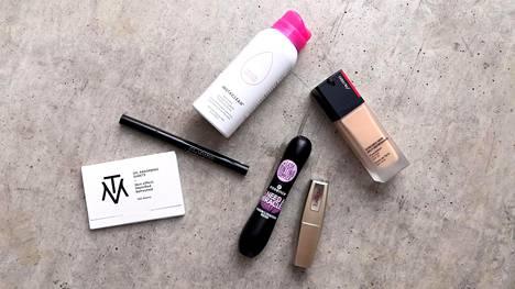 Nämä tuotteet löytyvät nyt kauneustoimittajan meikkipöydältä – ja yksi aina laukusta.
