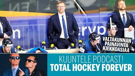 Jukka Jalosen (kesk.) ja Leijonien oli tyytyminen hopeaan päättyneissä MM-kisoissa, mutta kokonaisuutena turnaus oli Suomelta upea.
