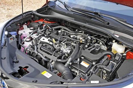 C-HR:ssä uusi 2,0-litrainen hybridimoottorikokonaisuus tuottaa 184 hevosvoimaa.