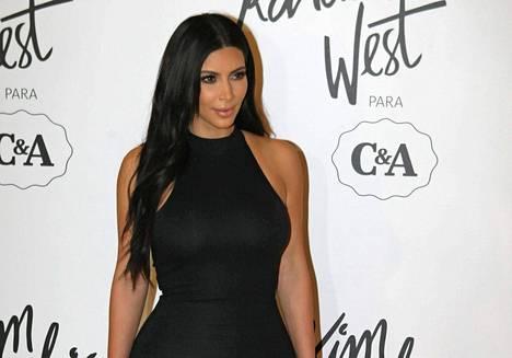 Tältä oikea Kim Kardashian näyttää.