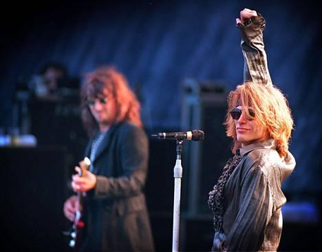 Tällaisessa leijonaharjassa Jon Bon Jovi nähtiin Ruisrockissa 1990-luvulla.