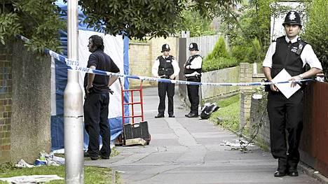 Poliisit tutkivat isoäiti Christine Sharpin talon kolmesti ennen kuin Tian ruumis löytyi sen ullakolta.