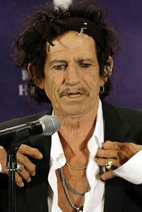 Keith Richardsin nenän kautta on kulkenut mm. hänen isänsä.
