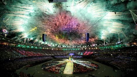 Xu Lijia sai kunnian kantaa Kiinan lippua Lontoon olympiakisojen päättäjäisissä 2012.