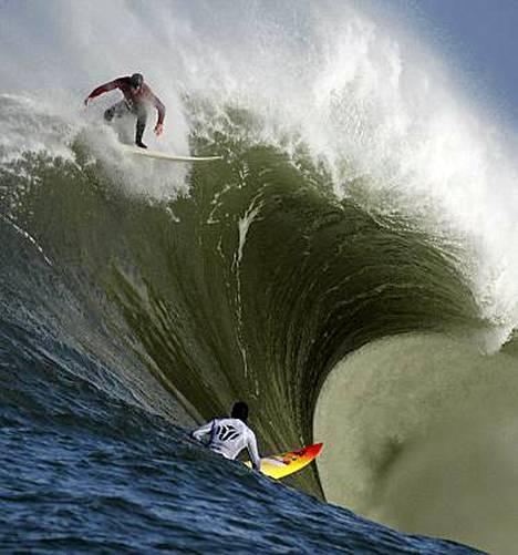 Half Moonissa surffattiin isoissa aalloissa.
