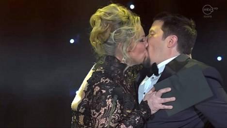 Janne Katajan ja Maria Sidin intohimoinen suudelma loksautti leuat Venla-gaalassa.