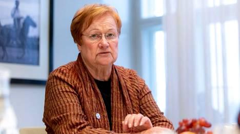 Presidentti Tarja Halonen vaatii Afganistanin hallitusta kunnioittamaan ihmisoikeuksia.