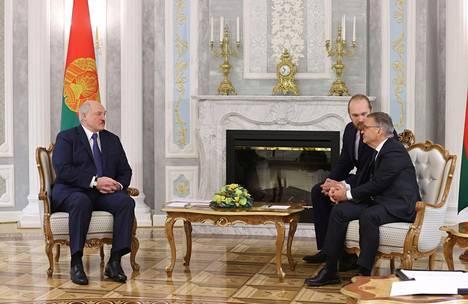 Fasel kertoi esittäneensä Valko-Venäjän diktaattorille vaatimuksia.