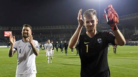 """Lukas Hradecky hihitteli Armeniassa valmentajan tylylle heitolle: """"Tällaisten kanssa joudun täällä työskentelemään"""""""
