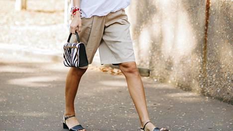 Väljät ja maskuliiniset bermudat ovat naisten kesän hittishortsit.