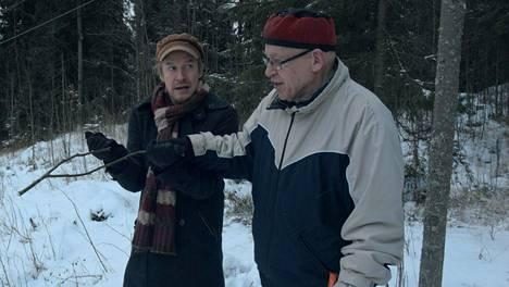 Einari Paakkanen teki dokumentin isästään Veikko Paakkasesta, joka väittää keskustelevansa avaruusolentojen kanssa.
