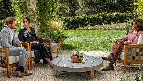 """Prinssi Harry ja herttuatar Meghan esittivät tv-haastattelussa rajuja väitteitä muun muassa siitä, kuinka hovi olisi yrittänyt """"hiljentää"""" Meghanin."""