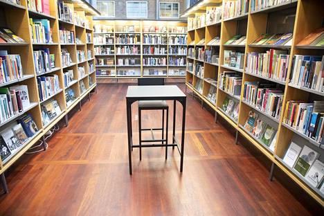 HELSINKI: Arabian kirjastossa oli autiota maanantaina.