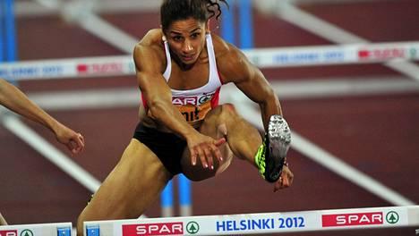 Nevin Yanit aitoi kultaa Helsingissä, mutta menetti mitalinsa.